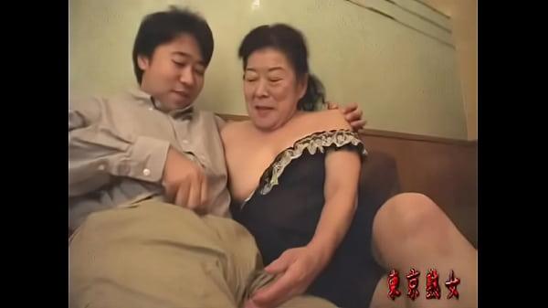【高齢熟女動画】還暦過ぎた六十路スレンダー貧乳おばさんが息子ぐらいの若い青年と久々の本気セックス!