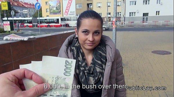 Corina Se Fute Pe Bani Cu Un Baiat In Public