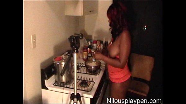 Naked Cooking Webcam Show #14 : Nilou Achtla...
