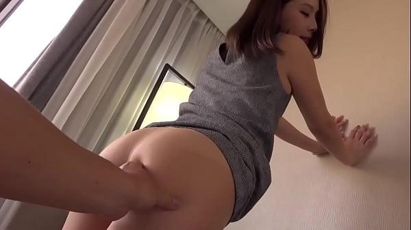 【SEX動画】小柄な美人妻と高層ホテルをカーテン解放したまま晒しエッチをする