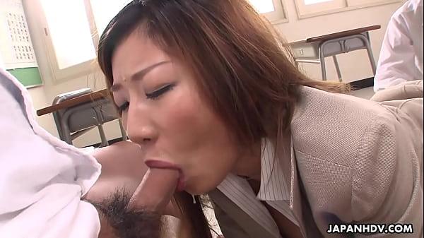 Địt bà cô giáo chủ nhiệm sưng cả lồn phê quá