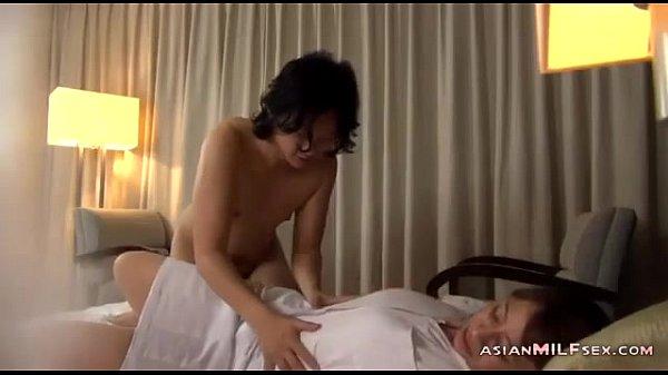 訪問看護の淫乱美人ナースがフェラチオご奉仕&正常位セックス