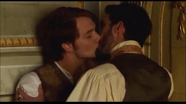 Bradley Cooper desnudo y su beso gay, galería hot