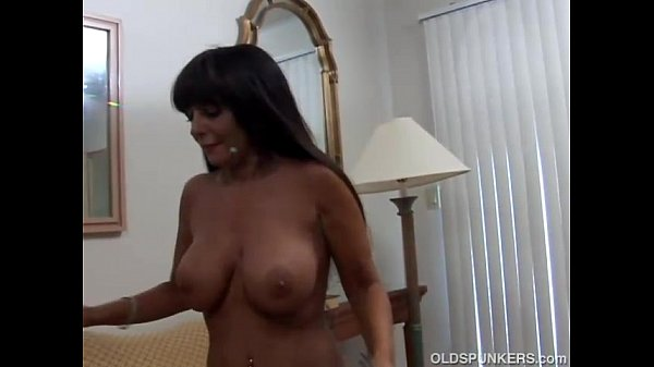 Beautiful big tits MILF Cassidy loves anal s...