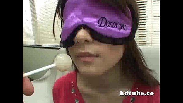 勃起不可避!!素晴らしい!!お菓子会社商品企画部女性が食べ当てと称して目隠しされ飴とチンコ舐めさせられる。