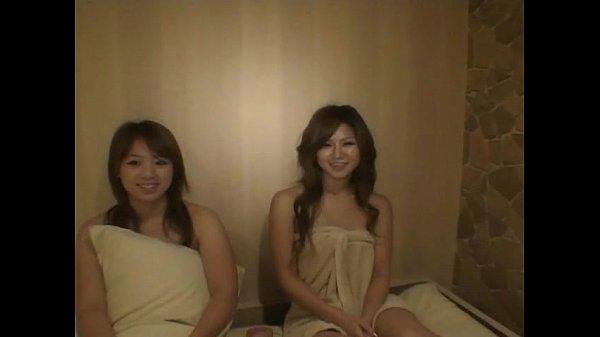 仲良し二人組みのお姉さんたちとホテルでハメ撮りプレイをして友人の感じてる姿を見てるところが可愛いです