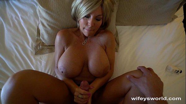 Секс с грудастой зрелой блондинкой