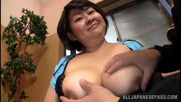 【フェラチオ熟女動画】50代おデブ爆乳おばさんが自慢のおっぱいでパイズリからおしゃぶりして口内射精!