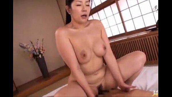 浅倉彩音 ムチムチ巨乳な美熟女が愛する息子と性器を重ねる近親相姦。フェラやクンニで愛撫し合い熟マンコで包み込む。