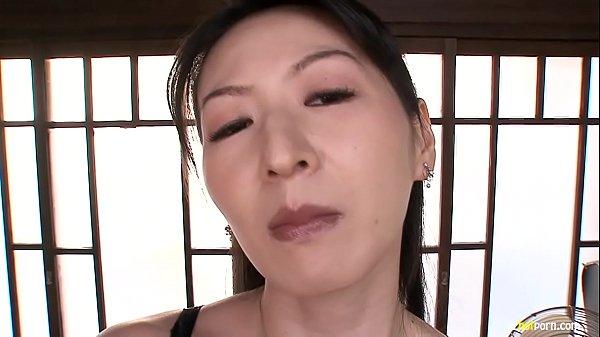 エロいおばさん熟女がセクシー・ランジェリーで誘惑…そしてペッティングが開始されるのです素人|イクイク日本人エロ動画まとめ