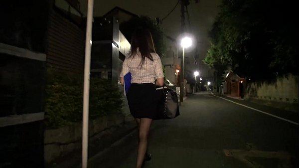 夜道を歩く人妻を拉致して荒縄で縛って強制ファックで調教する