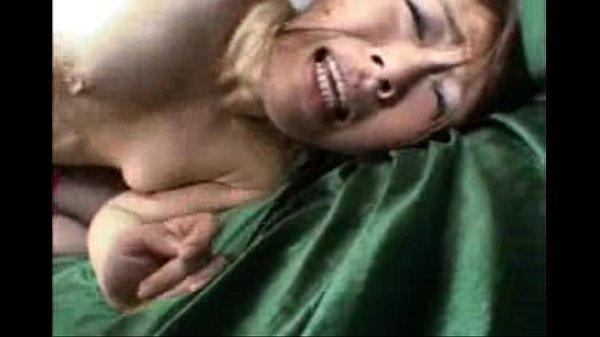 【おばさん動画】スリム美乳なセクシー美人おばさんに、口やマンコでペニスを奉仕させるハード3PSEX!