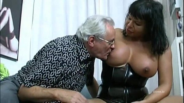 Extreme sex orgy involves a fat shemale...