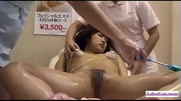 黒髪清楚な女の子がエステで全裸にされて性感帯を弄られビクビクしてる