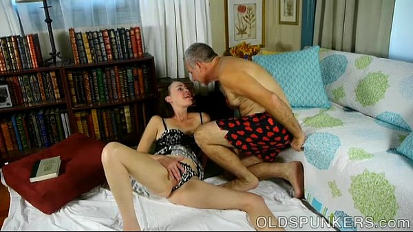 Super sexy brunette MILF is a very hot fuck ...