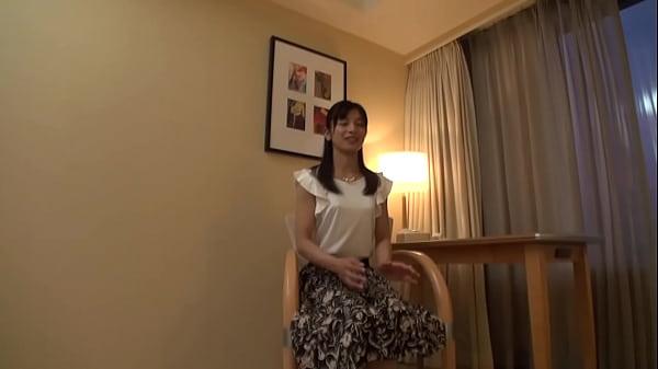 【素人動画】初めて旦那以外の男とSEXするスレンダーで美人な人妻!!