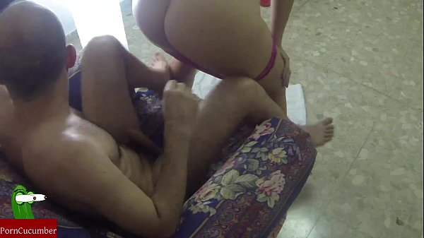 She insisted in doing a blowjob in the sofa...