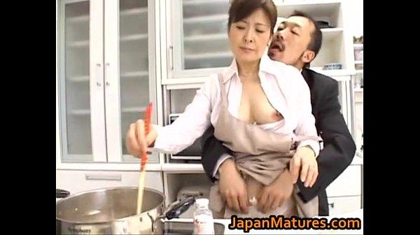 XVIDEO 神津千絵子 熟女に手マン責め