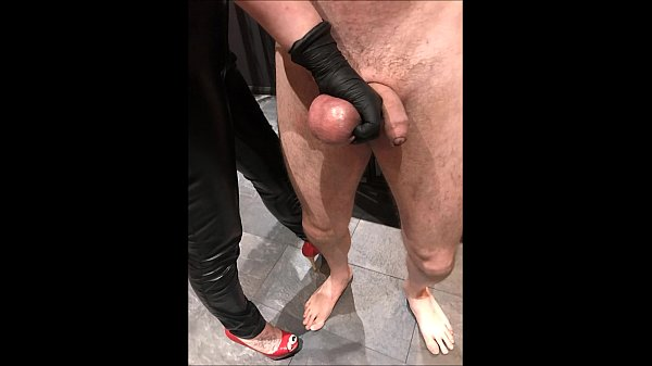 Ballbusting: Mistress Electra destroys the b...