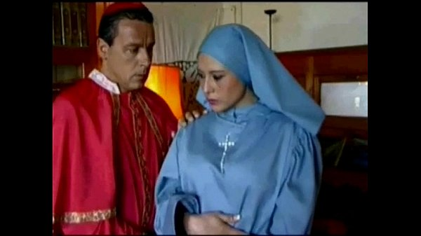 Semana santa - sacerdote se come a monja