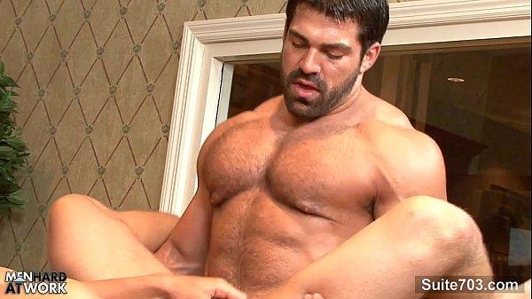 Barbudo com o amigo gay gostoso