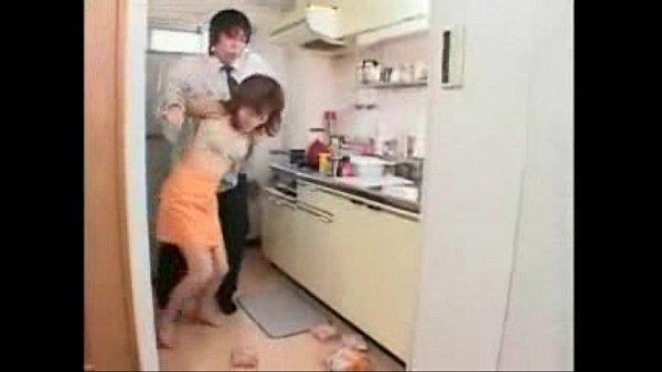 【人妻熟女】ティーンエイジャーに中抜き取りレイプされる貧乳房熟女子