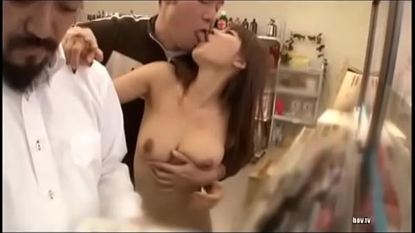コンビニの本のコーナーで全裸の女がおっさんとディープキス!大迷惑の露出プレイですよ  素人