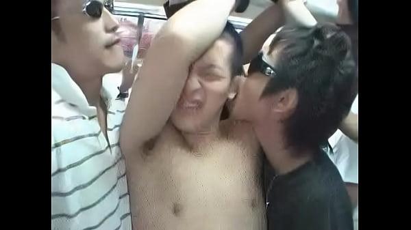 [ゲイ]ジャージのガテンな兄貴が満員バスでさわられる!