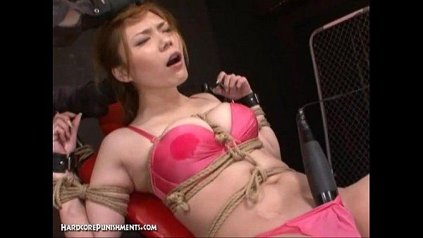 拘束椅子に拘束された巨乳M女の大量電マ責め痙攣アクメ地獄!【SM無料動画】