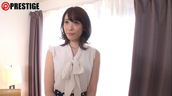 【セレブ妻動画】手マンでエロ汁が垂れ流しの清楚なセレブ妻の寝取られ