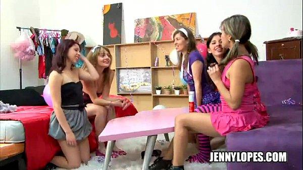 Lesbianas latinas en una rica fiesta