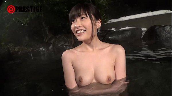 美少女がヤリまくり旅行で露天風呂性交