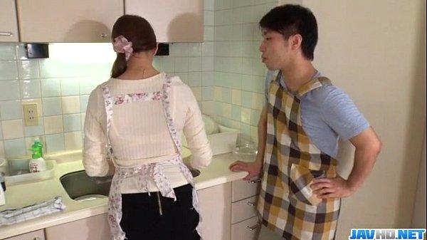 (無修正)【倖田りな】 料理教室で不倫をネタに強制フェラw人妻がズッキーニを調理するwの無料エロ動画