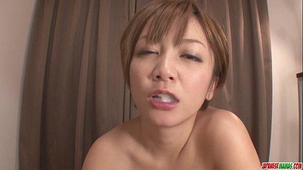 小坂めぐる熟女吸うディック、ハメ撮りでソロパフォーマンス