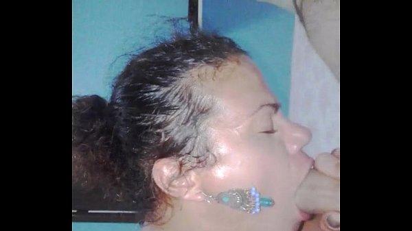 Travesti chupando em vídeo amador