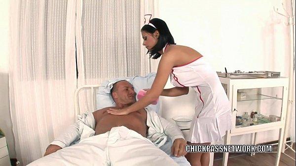 sexo anal con la enfermera y tragando leche en un cuarto del hospital