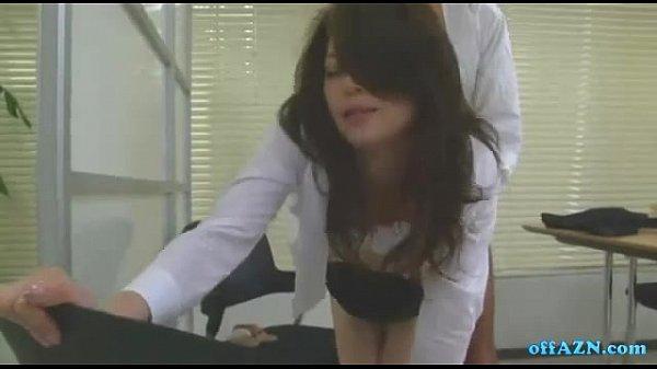 スレンダーで美乳美脚。色気溢れる美熟女OL北条麻妃と社内でこっそりセックス。