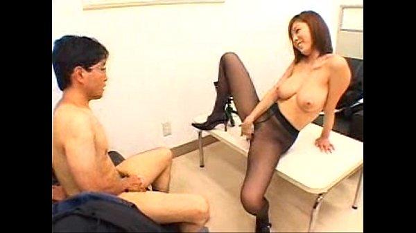 【麻美ゆま】巨乳痴女がパンストを自ら引き裂きオナニーを見せ付けて誘惑