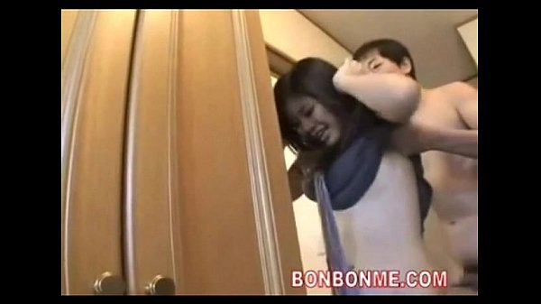 浮気症の尻軽な美形妻が夫の留守中に男を家に上げる
