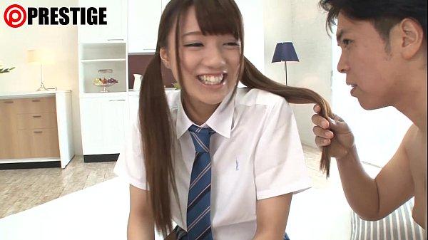 ギャルなキュートな女子校生が乳首を舐められ大きくなっていく様子