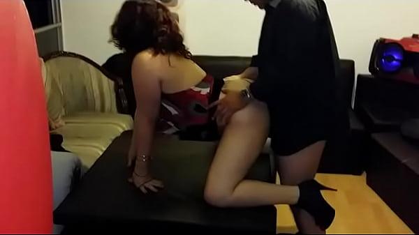 Cornudo mexicano graba al jefe de su riquisima esposa cogiendosela de perrito