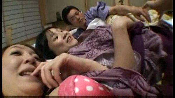 温泉旅館で浴衣美女二人とイチャイチャハメ撮り濃厚接吻セックス!