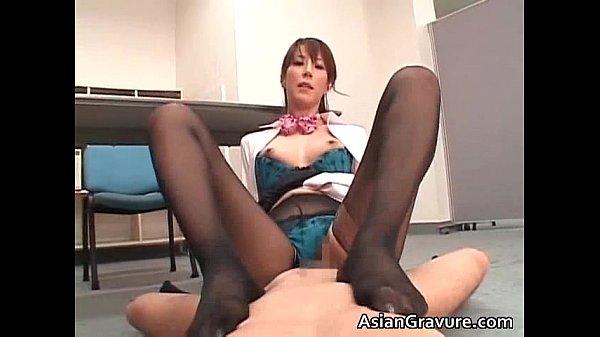 スレンダー巨乳な美熟女OL澤村レイコが勃起チンポに跨る濃厚セックスが抜ける。