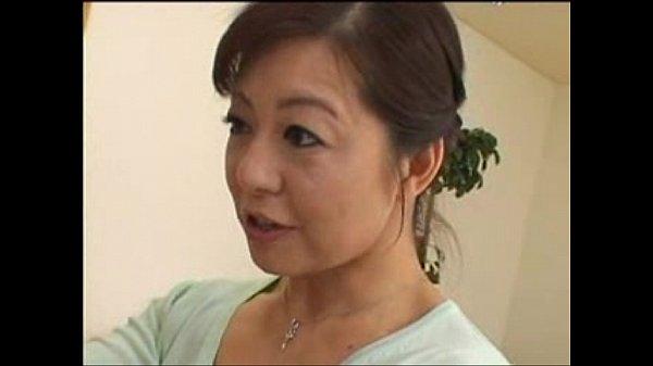 【人妻熟女】五十路ビューティー熟母親が魅せるエロいキスとフェラ