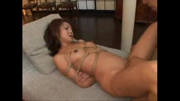緊縛拘束した熟女妻をローター責めでSM調教してからイラマチオ!【SM無料動画】