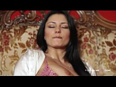 Sofia Cucci si infila un dildo nel culo! ANAL