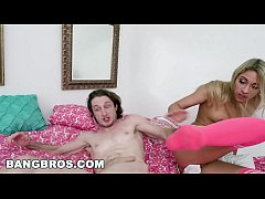 Horny Teen Step Sister Khloe Capri Seduces Brick Danger (bbe15981)