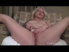 Solo experienced milf clit vibrating orgasm