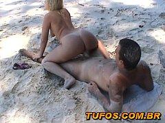 Casal Amador Curtindo o Verão na Praia