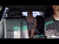 Loira transando dentro do carro